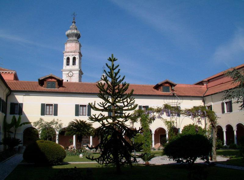 St. Lazaro Library Courtyard